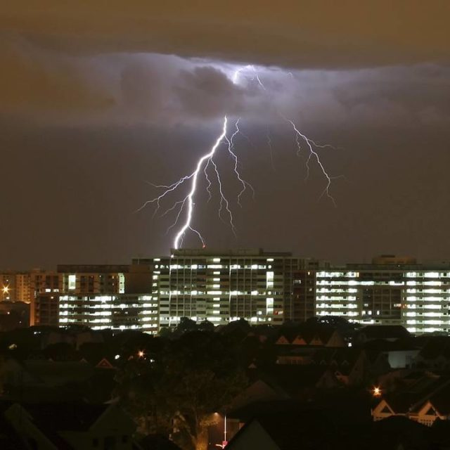 Thunderstorms in Singapore leaves train captain in critical condition httpowlyemDL30gJo6Shellip